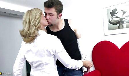 کارولین آوریل معلم تربیت ویدیو سکسی جذاب بدنی