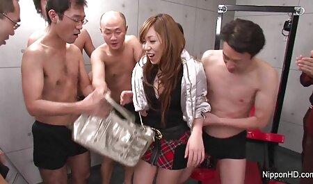 سینه کلان, بریتانیایی, مو قرمز می شود با یک بند در سکس ویدیو دانلود dildo به