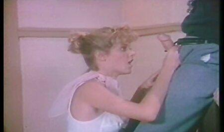 جینا راس ویدو سیکس در شلوار جین لاغر 2